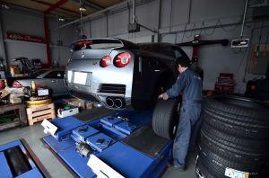 """Tire Exchange"" -NISSAN R35 GT-R-"